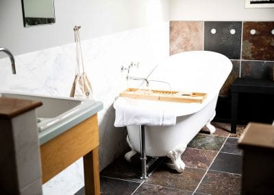 Claw foot tub in white